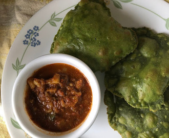 Indori Palak Puri | Spinach flavoured puffed bread