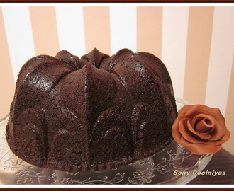 BUNDT CAKE DE CHOCOLATE NEGRO (THE DARKEST CHOCOLATE CAKE EVER)