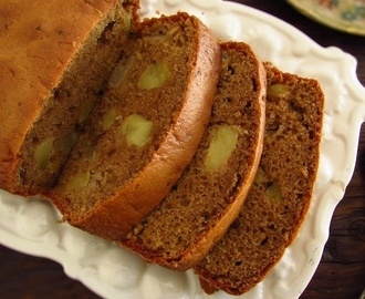 Apple cinnamon cake | Food From Portugal