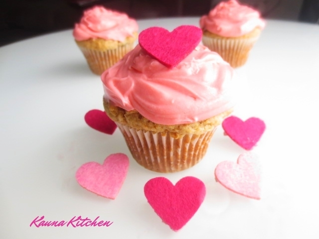 Cinnamon Raisin Cupcakes with Cream Cheese Frosting-HAPPY VALENTINE:)