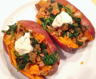 Baked Sweet Potato with Spinach and Minced Chicken