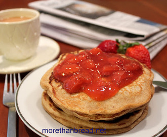 Whole Wheat Pancakes with Strawberry Sauce 全麥班戟配鮮士多啤梨醬