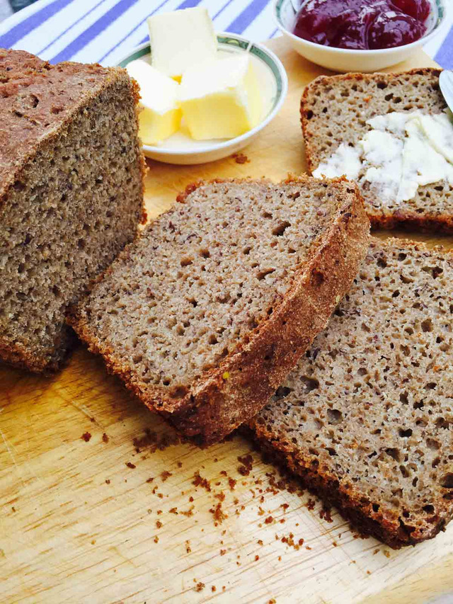 Rye and ground linseed bread