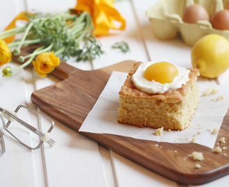 YYY - YummY fridaY {eggs sunny side up blondies}