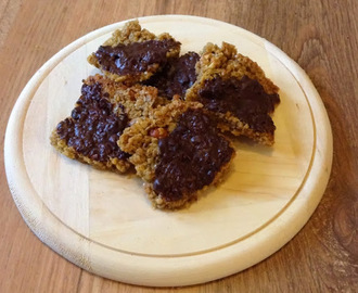 Shake up your wake up.... Choc 'n' nut flapjacks