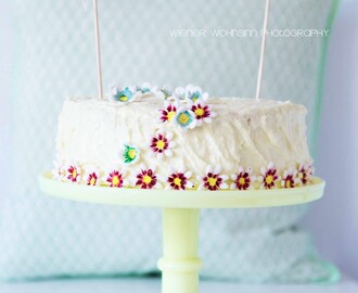 coconut daisy birthday cake