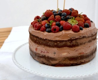 Nacked cake de chocolate e frutos vermelhos com creme de mascarpone e chocolate