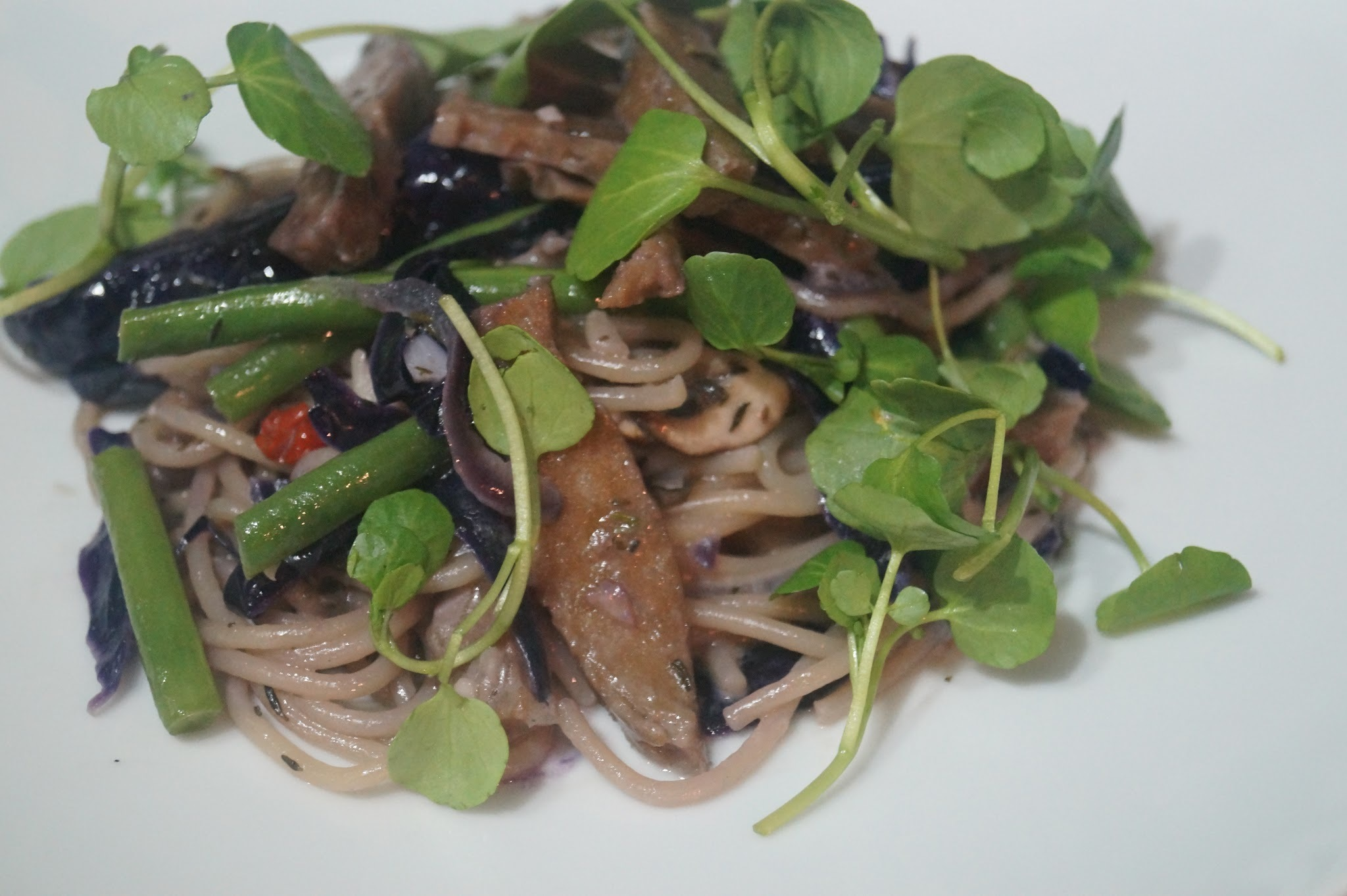 "CREAMY SPAGHETTI WITH ""MHEAT"", MUSHROOMS, GREEN BEANS & RED CABBAGE (Sgaia Review)"