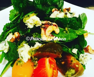 SPINACH, WALNUTS & BLUE CHEESE SALAD