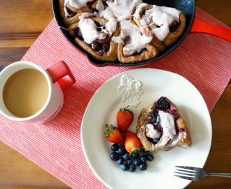 berry + chocolate cinnamon rolls
