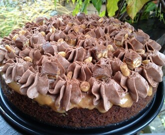 Roy Fares Snickers Cheesecake