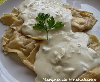 RAVIOLIS DE REQUESÓN CON NUECES AL ROQUEFORT