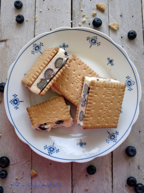Blaubeer-Cookie- Eis Sandwiches