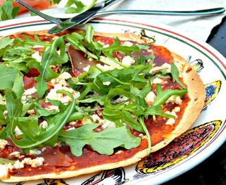"Wrap Pizza ""Chrissitally"" mit Feta, Serano, und Rucola"