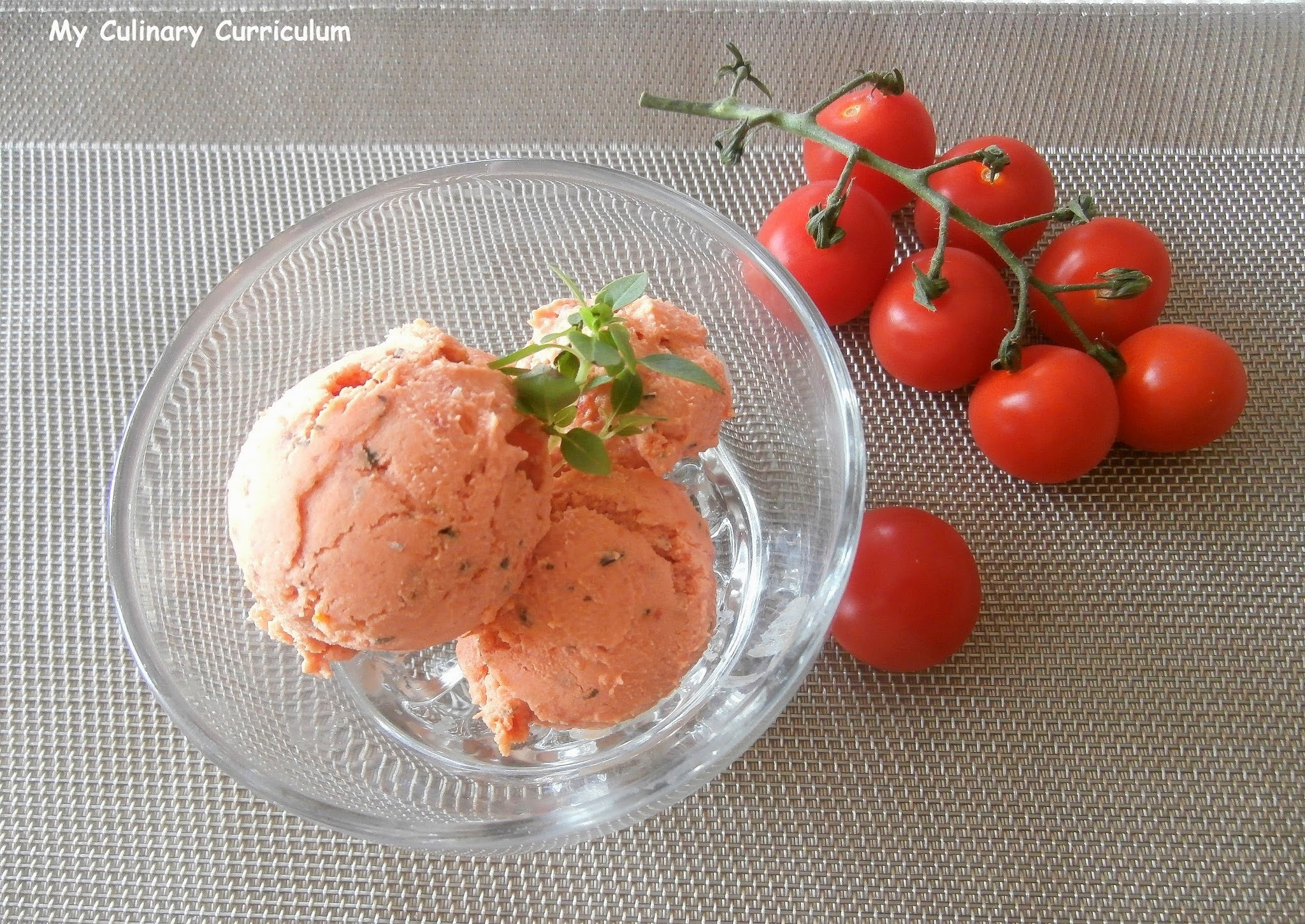 Glace aux tomates confites, chèvre frais et basilic sans sorbetière - Yummy Day Givré (Ice candied tomato, goat cheese and basil without ice cream maker)