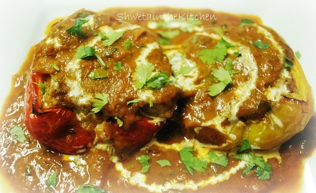 Stuffed Capsicum (Bell Peppers) in Tomato Gravy