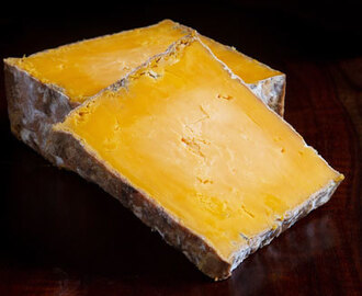 Red Rock Cellar Aged Cheddar Blue: This Cheese Drops Me to My Knees!