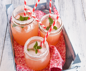 A Sunday in August. Refreshing pink lemonade