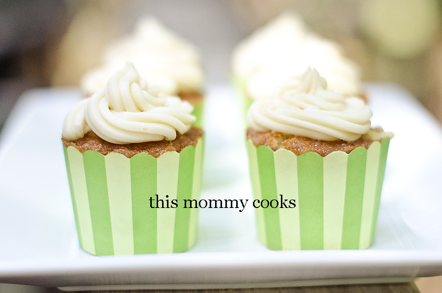 White Cupcakes with Vanilla Buttercream Frosting {Sweet Treat Tuesday}