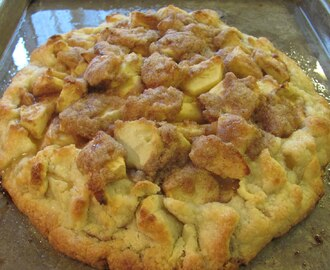 apple crostata AKA flat apple pie party