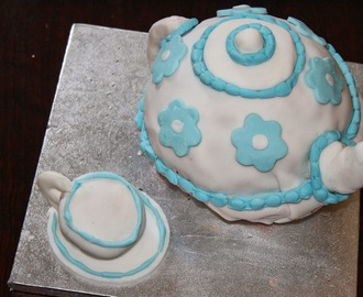 Teapot Birthday Cake - Strawberry Tea Flavour (Vegan)