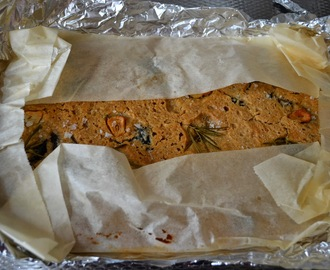 Focaccia with black olives, rosemary and garlic – Focaccia met zwarte olijven, rozemarijn en knoflook (GF-SF-V-DF)