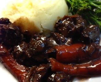 Venison in red wine casserole