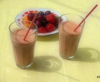 Smoothie met gemengd fruit en munt