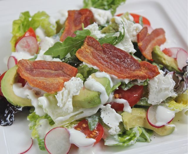 Goat's cheese and bacon salad