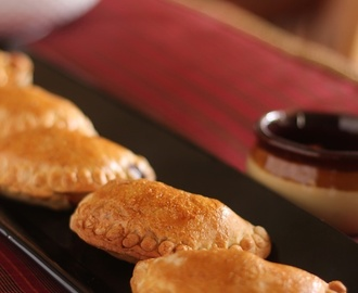 Daring Bakers' September 2012 Challenge: Empanada Gallega
