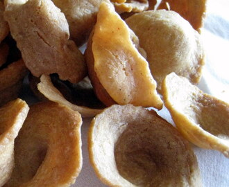 Yee Chai Paeng/Ear Biscuit