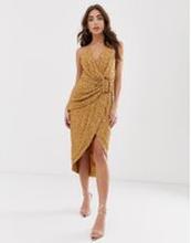 ASOS DESIGN – Draperad klänning med paljetter och hornspänne-Brun
