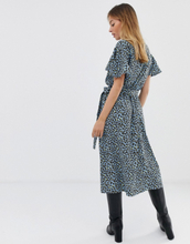 Only Petite bright leopard button through midi dress with angel sleeve-Multi