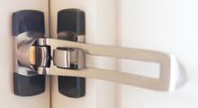 Designad dörrspärr för utåtgående dörrar SafeE - Guld