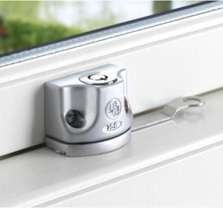 Fönsterlås BG 750 för utåtgående fönster