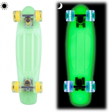Pennyboard Lumy 22, green, Worker