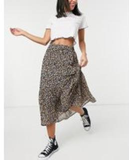 Pieces – Småblommig kjol i midilängd och omlottdesign-Olika färger