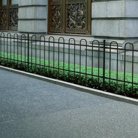 vidaXL dekorativt sikkerhedshegn i stål med afrundet top 60 cm sort