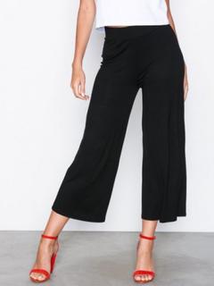 NLY Trend Basic Culottes Byxor Svart