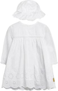 Hust & Claire kjole med hatt, hvit