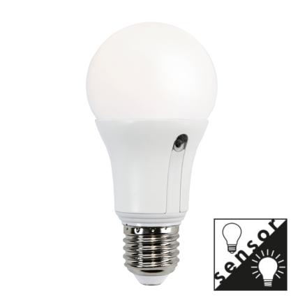 Illumination LED Lampa med Skymningssensor E27 2700K 806lm