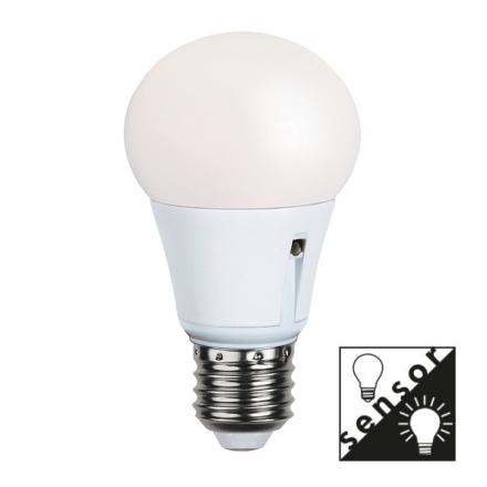 Illumination LED Lampa Med Skymningssensor E27 2700K 470lm