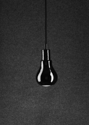 Tove Adman Lampa Edison Svart glas