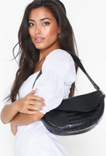 NLY Accessories Shape Of You Bag Axelremsväskor