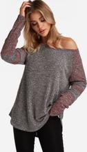 Graue Strick-Design-Streifen-Rundhals-Langarm-T-Shirts