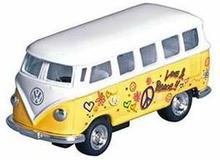 Gul VW Bus med Peace Print - Størrelse 1:64
