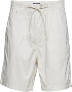 O2. Relaxed Embroidered Short
