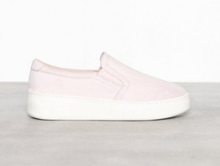 Duffy Faux Suede Slip-On Sneaker Lys rosa