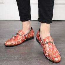 2020 Fashion Embroidery Loafers for Men Business Formal Dress Shoes Breathable Pointed Slip-on Casual Flat Shoes Large Size 48
