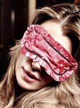 Baci Lingerie - Rosafarvet øjenmaske med fine flæser
